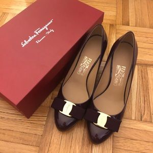salvatore ferragamo bow tie patent pumps